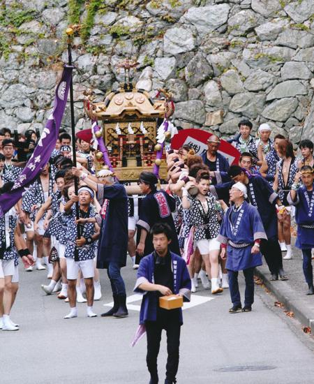 松阪城跡を行く
